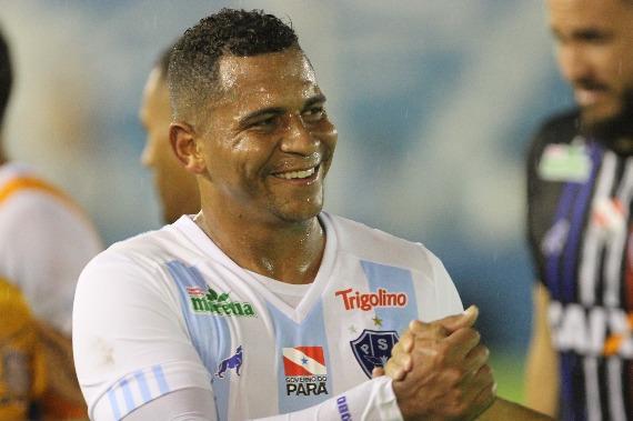Walter desencanta, dá caneta e Papão vence o Santos-AP pela Copa Verde no Zerão