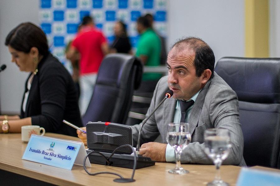 Braz e Joelma propõem modificação em lei para beneficiar servidores públicos e revitalização de praça