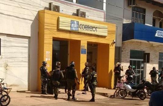 PM segue no encalço de assaltantes dos Correios em Canaã. Reféns já estão sendo liberados