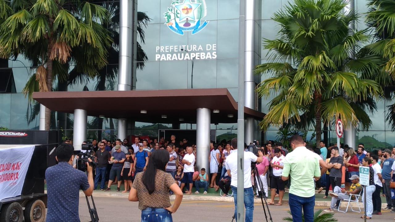 Professores da rede municipal de ensino de Parauapebas cumprem promessa de paralisação