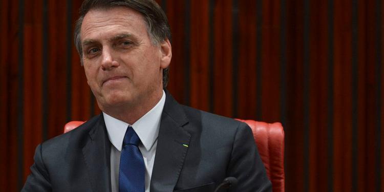 """Bolsonaro: """"Desculpem as caneladas, não nasci para ser presidente, e sim militar"""""""