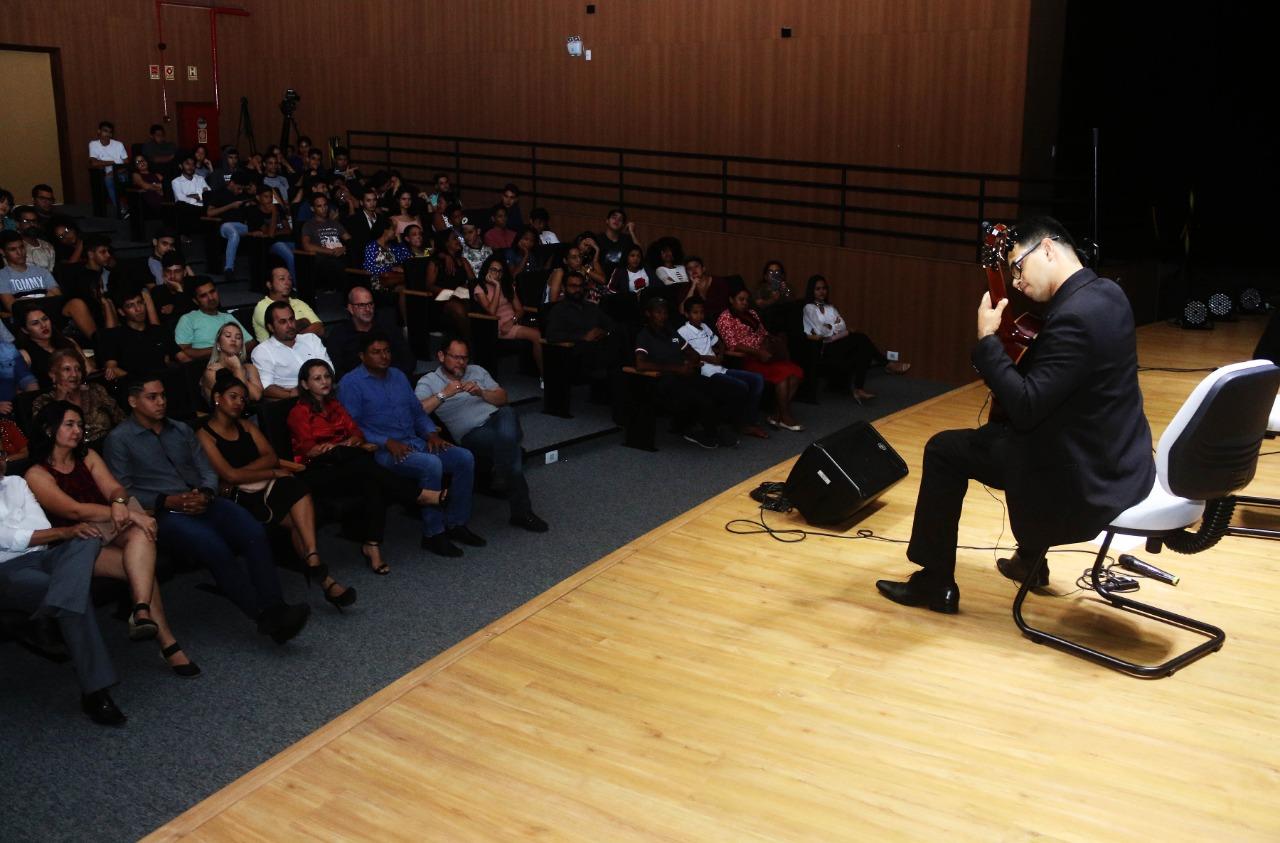 Concerto musical lota o auditório do Centro Cultural de Parauapebas