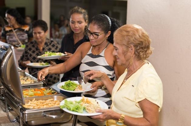 Merendeiras são homenageadas na jornada de Educação Alimentar e Nutricional