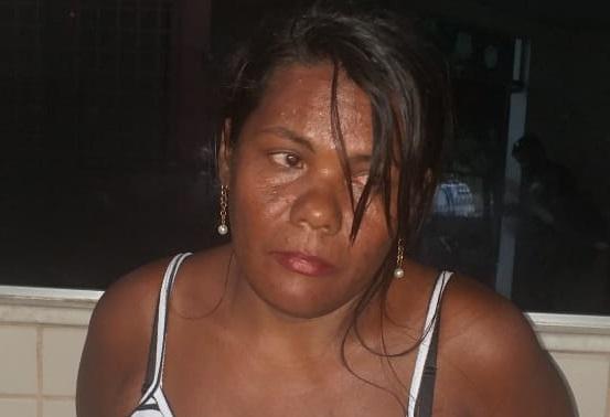 PM prende mulher que guardava mais de 1 quilo de crack em casa