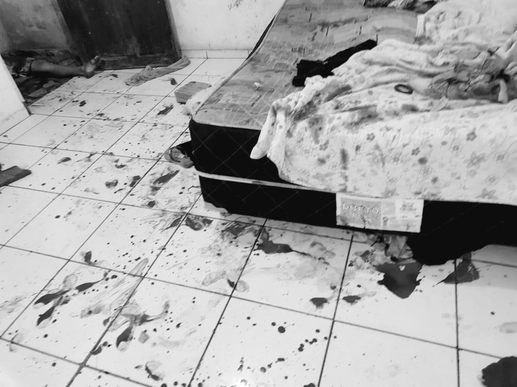 Em Parauapebas, homem mata uma mulher e esfaqueia a companheira dela