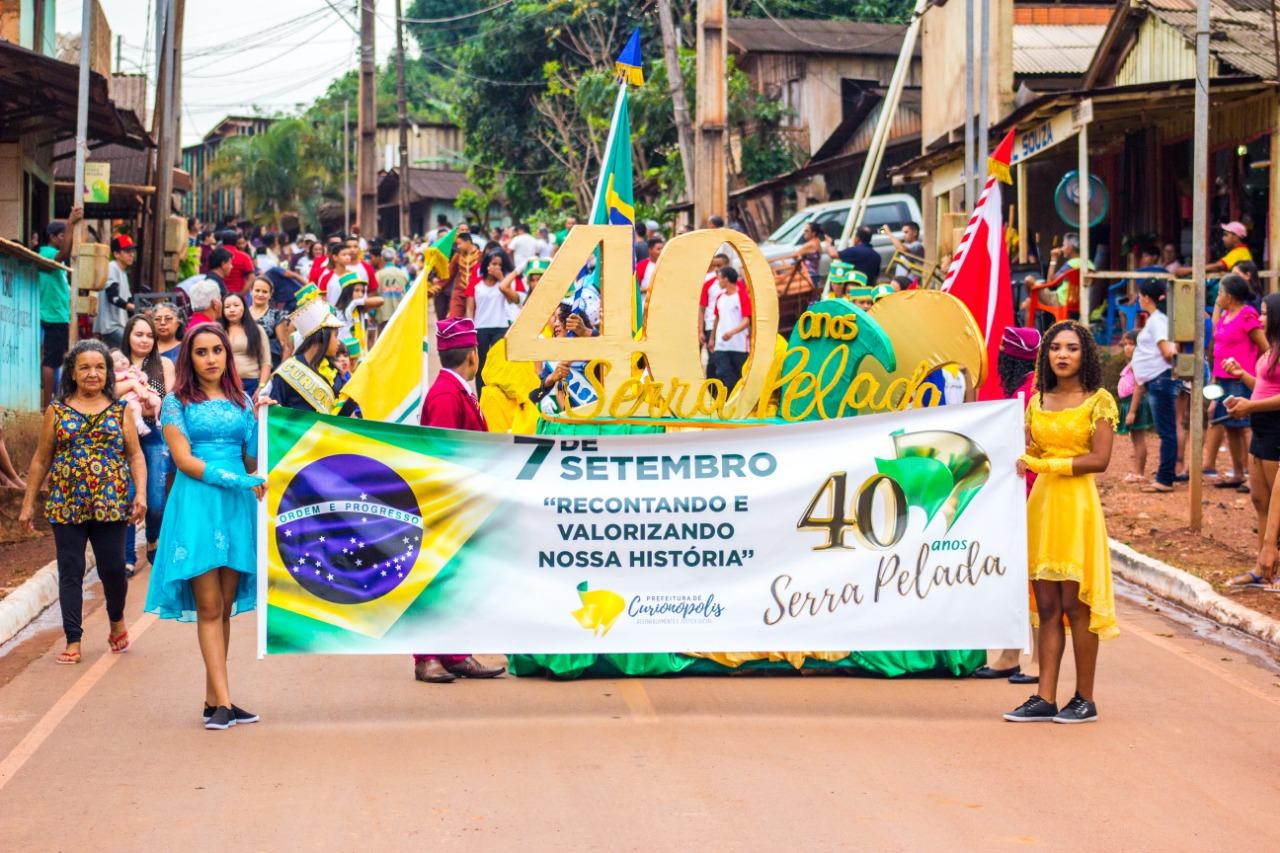 Desfile cívico em Serra Pelada retrata 40 anos de história da comunidade