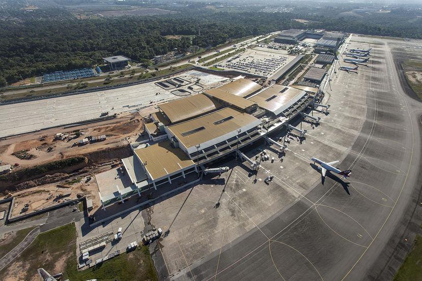Avião cai próximo a aeroporto de Manaus