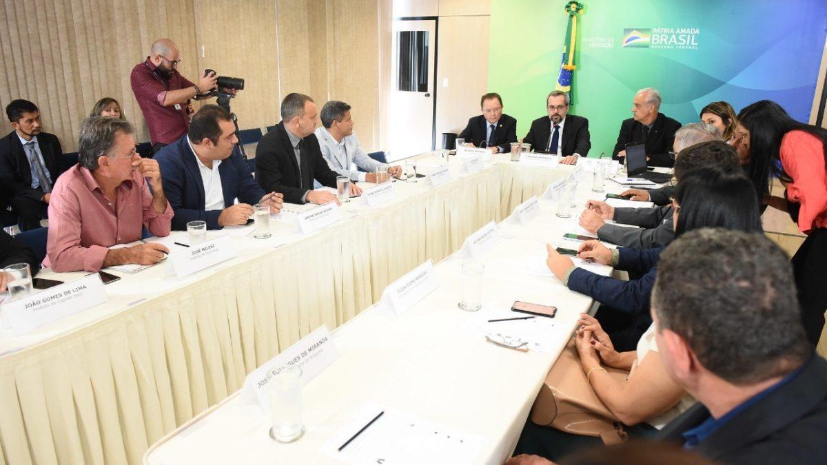 Prefeito de Curionópolis busca recursos para Educação Básica no MEC