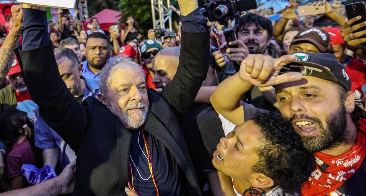 Lula diz que vai viajar o País para 'propor alternativas'