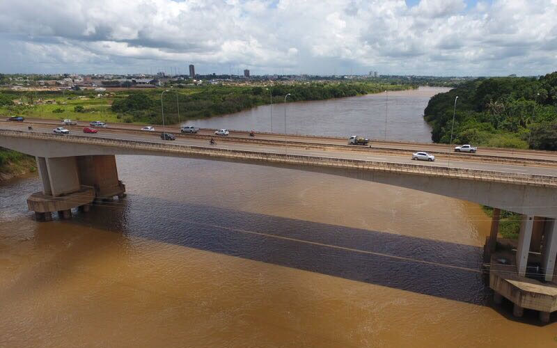 Em Marabá, bêbado cai de ponte e é achado no dia seguinte dormindo perto do rio