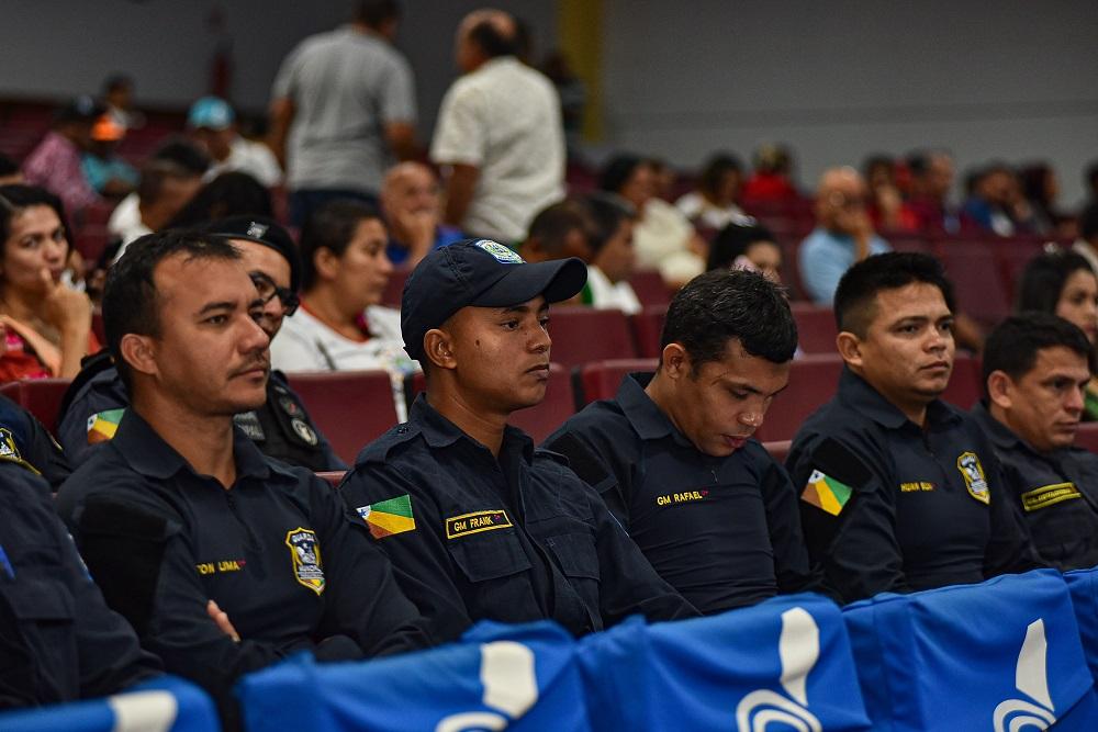Vereadores propõem aquisição de pistolas e gratificação para guardas municipais
