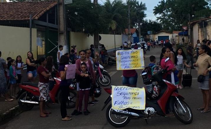 Falta de segurança em escola de Parauapebas faz com que pais de alunos realizem protesto