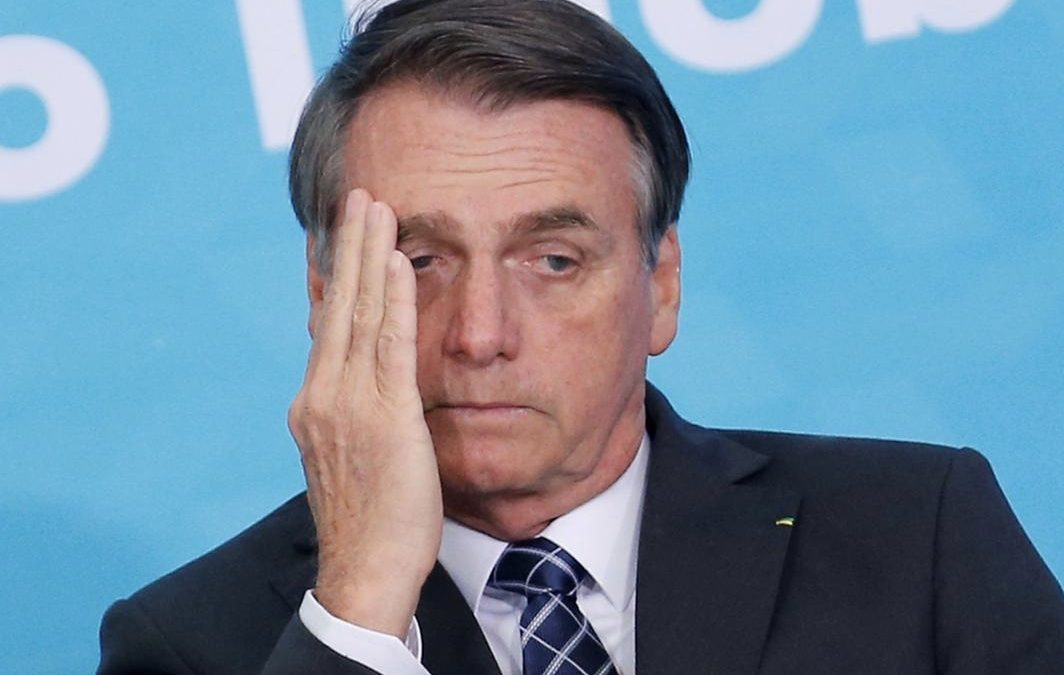 Jornais de circulação nacional anunciam que Bolsonaro testa positivo para coronavírus