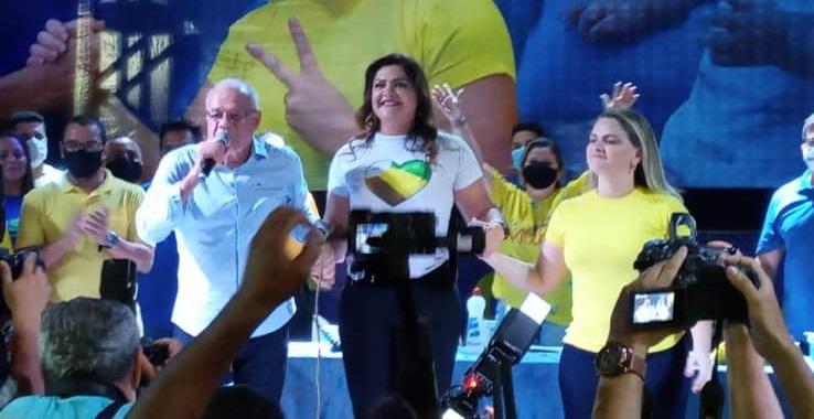 Mega convenção escolhe Valmir e Francine candidatos a prefeito e vice-prefeita