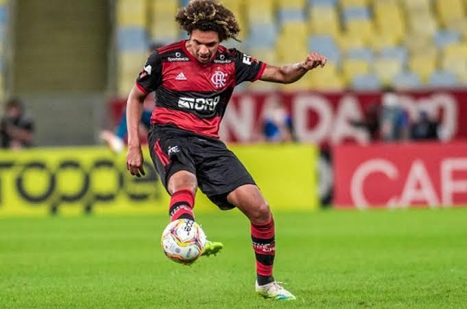 Willian Arão fratura o dedo do pé e é dúvida contra o Inter