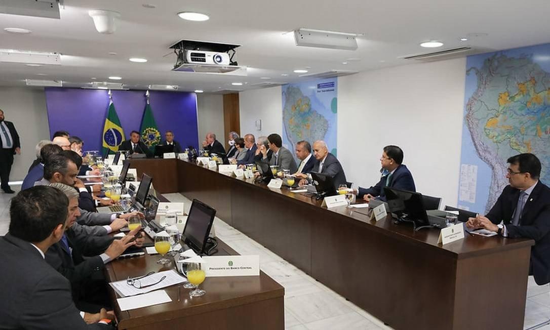 Bolsonaro exclui Mourão de reunião com todos os ministros do Governo