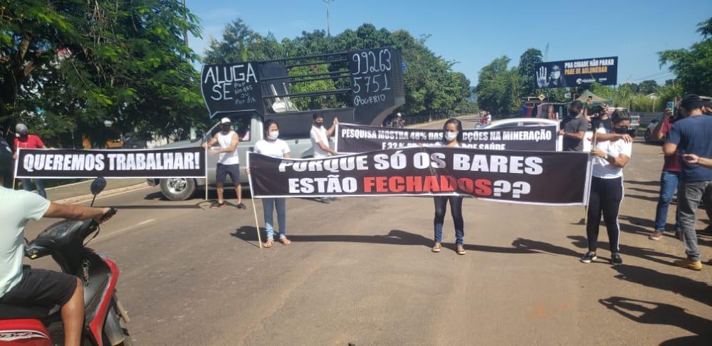 Manifestação na PA-275: Proprietários e funcionários de bares e restaurantes protestam contra decretos