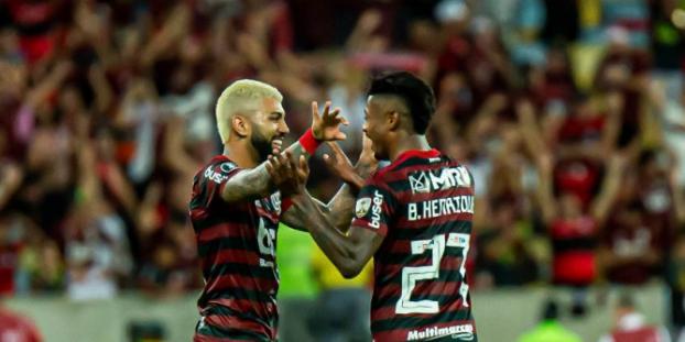 Flamengo atropela o Grêmio no Maracanã e vai à final da Libertadores