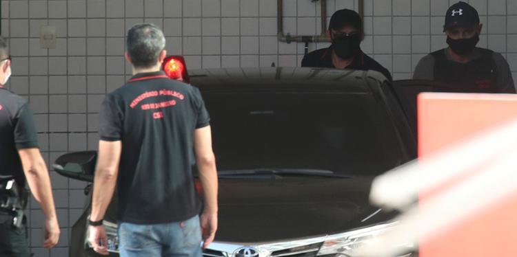 Advogado de Queiroz diz que prisão foi desnecessária e não cogita delação
